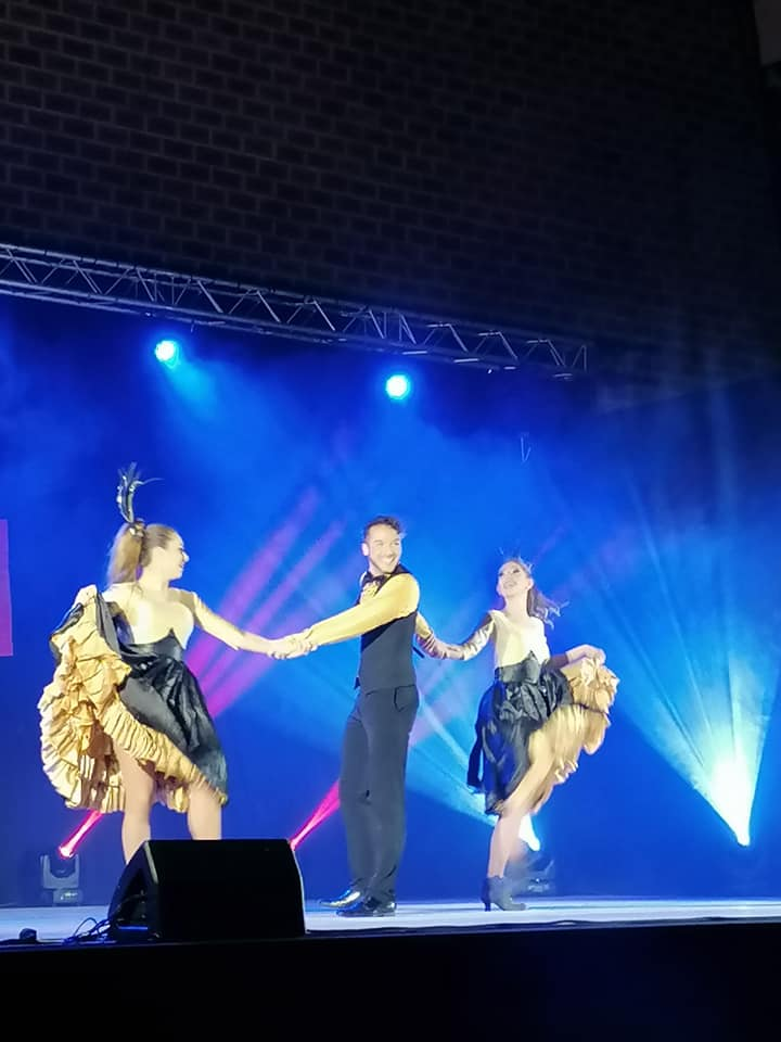 french cancan le spectacle danseurs crazyprod